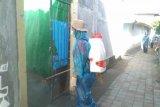 Rumah PDP diduga COVID-19 meninggal di Kota Mataram disemprot disinfektan