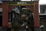 Warga Pati mulai batasi orang masuk perkampungan dengan portal