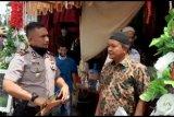 Polisi bubarkan kerumunan masa cegah penyebaran COVID-19 di Agam
