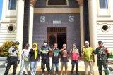 Fraksi PDIP Mataram gotong royong penyemprotan disinfektan
