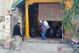 Relawan Gerindra semprot permukiman warga dengan desinfektan