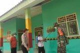 Penyemprotan disinfektan di kampung Way Pisang