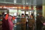 Bupati Parosil berikan bantuan kepada keluarga pasien COVID-19 asal Lampung Barat di Jakarta