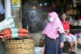 Sejumlah pasar tradisional di Surabaya dipasang kipas penyemprot desinfektan