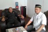 Gerindra Baubau lakukan penyemprotan rumah warga cegah Corona