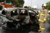 Mobil terbakar di Tol Dalam Kota Grogol, pengemudi tewas