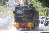 Polda Sulsel kerahkan tujuh mobil Water Canon semprot disinfektan