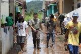 Ketua Pemuda Pancasila Lampung berikan bantuan kepada korban banjir