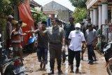 Rycko Menoza berikan bantuan korban banjir di Bandarlampung