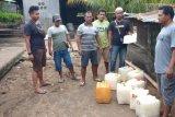 Gerebek tempat produksi miras oplosan, polisi amankan 8 jerigen brem