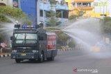 Polda Kepri semprotkan disinfektan ke sejumlah fasilitas umum