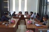 Komisi II DPRD Kolaka rapat dengar pendapat dengan pimpinan bank.