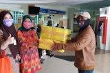 Prajurit TNI AL antarkan masker untuk dokter ke lima kabupaten