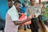 Pemkab Merauke dan Polri-TNI bagikan 3.500 paket sembako warga