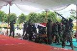 Pangdam IV/ Diponegoro pimpin upacara pemakaman Bob Hasan
