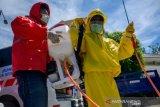 Penyemprotan disinfektan di kantor DPRD Kota Palu