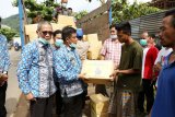 Ketua LKKS Lampung serahkan sembako untuk korban banjir