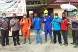 Distrik Demta semprot cairan disinfektan ke fasilitas umum cegah COVID-19