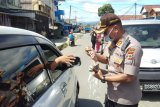 Polisi-DPRD Jayapura bagikan 1.000 masker cegah COVID-19