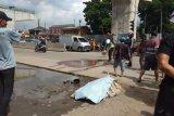 Nahas! Pejalan kaki tewas seketika usai terlindas truk Fuso
