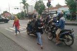 Komunitas Pekalongan Curhat bagikan ratusan masker