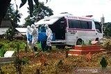 Pengantaran jenazah COVID-19 ke pemakaman melibatkan aparat TNI-Polri