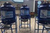 Cegah COVID-19, PDAM Kota Kupang pasang tempat cuci tangan portabel di pasar