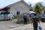 Petugas amankan dan evakuasi perempuan  gejala COVID-19