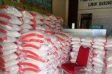 Pemerintah Nagari Lubukbasung salurkan bantuan pangan dalam penanggulangan COVID-19