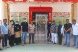 Keluarga Batara beri bantuan bilik sterilisasi kepada RS Batara Siang
