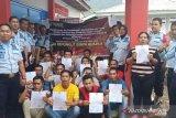 18 orang narapidana Lapas Talu Pasaman Barat peroleh asimilasi