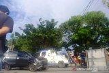 Pikap rebah usai tabrakan dengan minibus di Jalan Raden Saleh