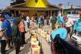 Golkar dan Pramuka Inhil lakukan penyemprotan disinfektan di dua kecamatan