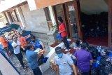 Dinsos P3A dan Relawan Bali sumbangkan bahan pokok bagi anggota Pertuni