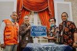 Bank Jateng Cabang Banjarnegara serahkan bantuan mobil Ambulance