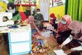 Ibu-ibu Persit buat masker untuk dukung tugas suami di lapangan