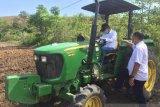 Petani di wilayah transmigrasi Sigi dapat Alsintan  dari bupati
