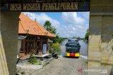 Desa wisata Penglipuran Bali disemprot disinfektan, cegah wisatawan terpapar