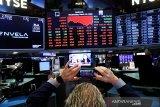 Wall Street jatuh, pembukaan ekonomi justru bangkitkan kekhawatiran akan virus