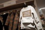 Burberry berkontribusi atasi COVID-19, produksi baju pelindung medis