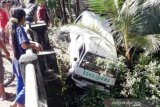 Ambulans masuk jurang, 3 paramedis COVID-19 luka-luka