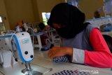 SMKN 1 produksi masker kain dan dibagikan gratis