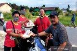 Kalman Persepun FC bagikan sembako kepada warga terdampak COVID-19
