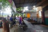 Ormas TABIR lakukan penyemprotan disinfektan di komplek perumahan warga