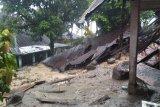 Dua orang warga hilang akibat longsor