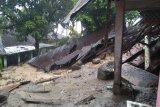 Flash  - Longsor di Nagari Guguak Malalo Batipuah Selatan timpa rumah warga (Video)