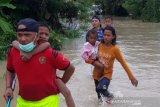 Pemkab Agam bagikan nasi bungkus bagi korban banjir