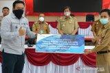 DSLNG  serahkan bantuan APD dan peralatan kesehatan ke Pemda Banggai
