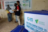 Dompet Dhuafa-YBM PLN bagi sembako kepada warga terdampak COVID-19