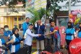 KNPI Kota Solok bagikan 50 liter hand sanitizer kepada pedagang dan tukang ojek